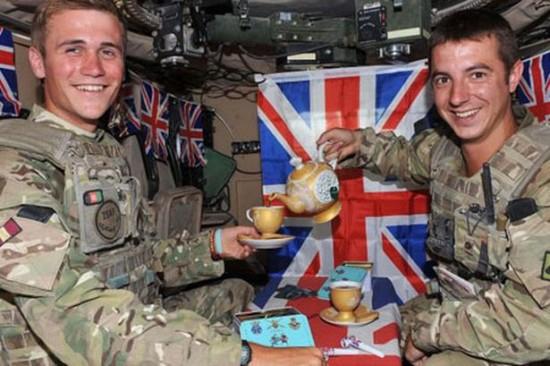 L'interno di un blindato britannico.