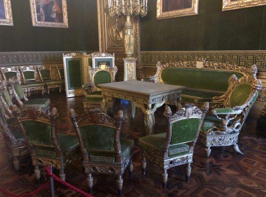 Qui l'Amato Re Carlo Alberto ci ha donato, senza che lo meritassimo né che avessimo diritto di chiederlo, lo Statuto Albertino, la più perfetta delle Costituzioni.